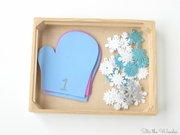 Mitten Math Counting Snowflakes is a simple learning activity for preschoolers!
